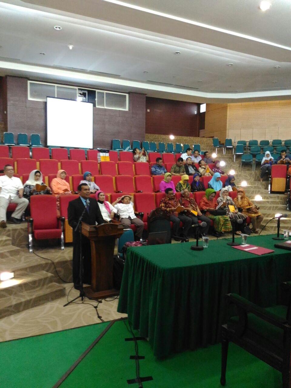 Ari Saptono Menyampaikan solusi Kewirausahaan dalam pembelajaran siswa  SMK dalam sidang terbuka Doktoral UNJ